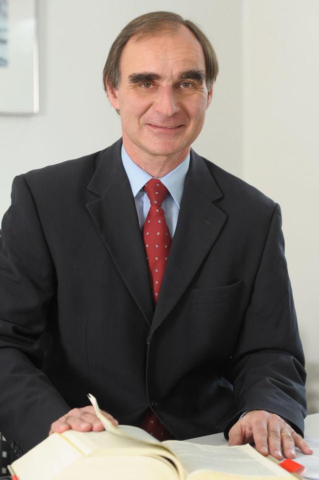RA Oliver Busch